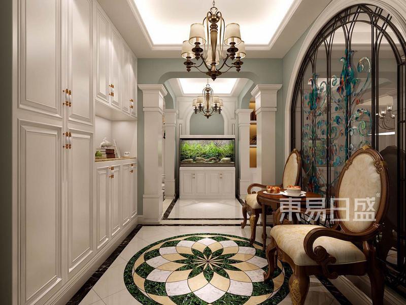 欧式古典 - 加建出来进门的鞋柜以及端景墙
