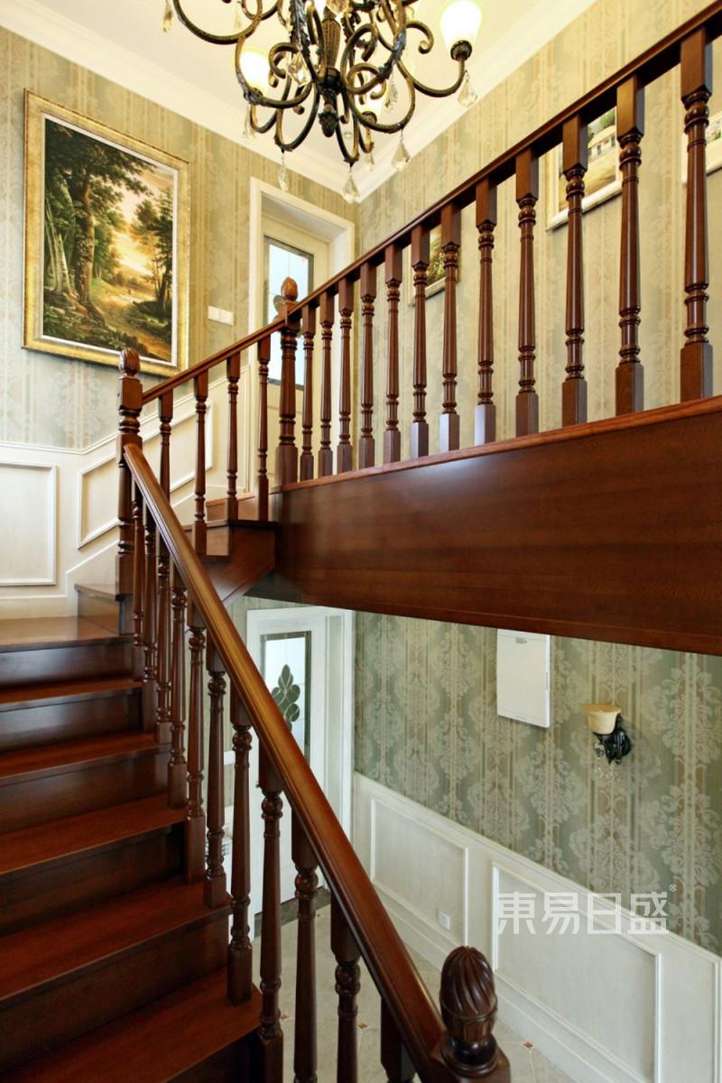 330平别墅欧式风格楼梯装修实景图效果图_装修效果图