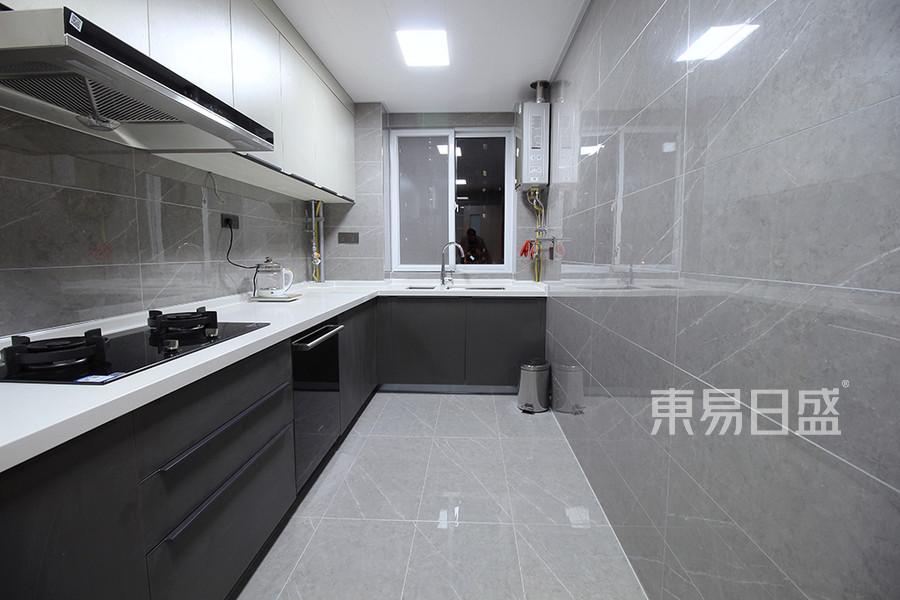 厨房  整洁素雅的厨房映出对生活的态度。