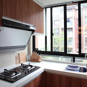 现代简约厨房装修实景图