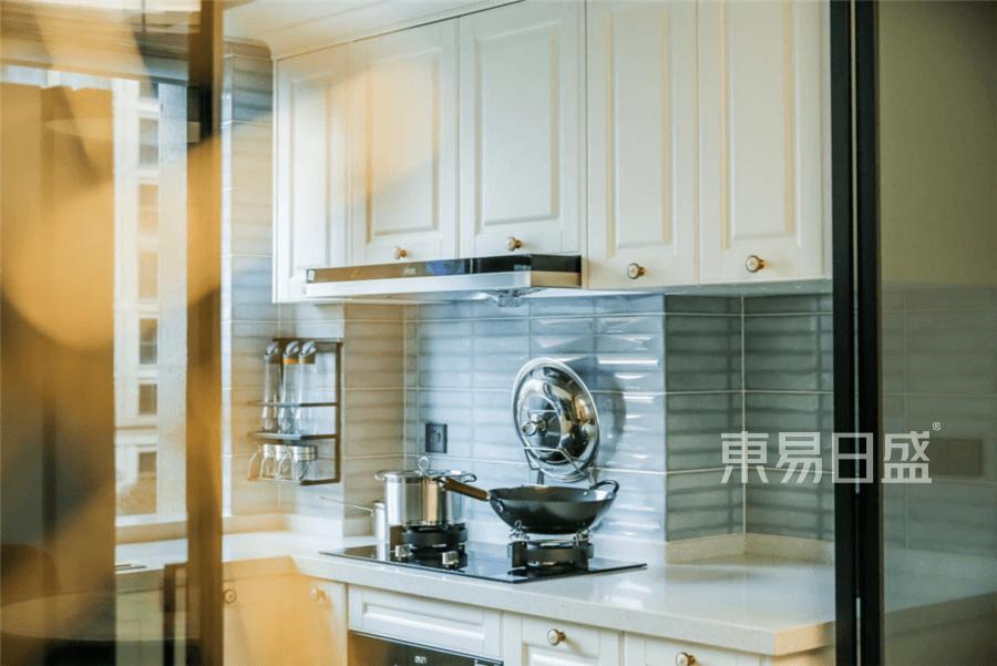 国际华府现代风格厨房装修设计实景图