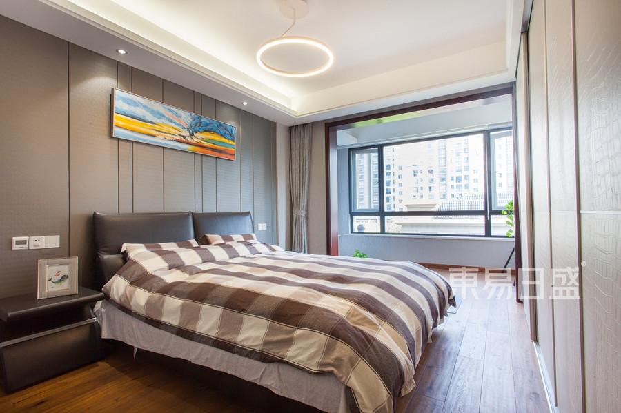 益兴名流府170平现代简约卧室实景图