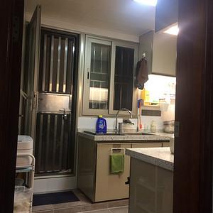进门厨房装修效果图 现代简约装修图片
