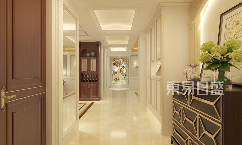 家装吊顶,走廊吊顶装修效果图一:这款吊顶走的是欧式风格因为房间的设计走廊的吊顶设计成环形给人的看上去很大气、温馨还有就是优雅,吊顶上简约的纹路黄色的灯光铺着木质地板的走廊相得映彰,给整体房间增添了不少风彩,我们选择的是很简单的古典风格的灯具没有过多的华丽色彩但和吊顶的搭配甚是完美。