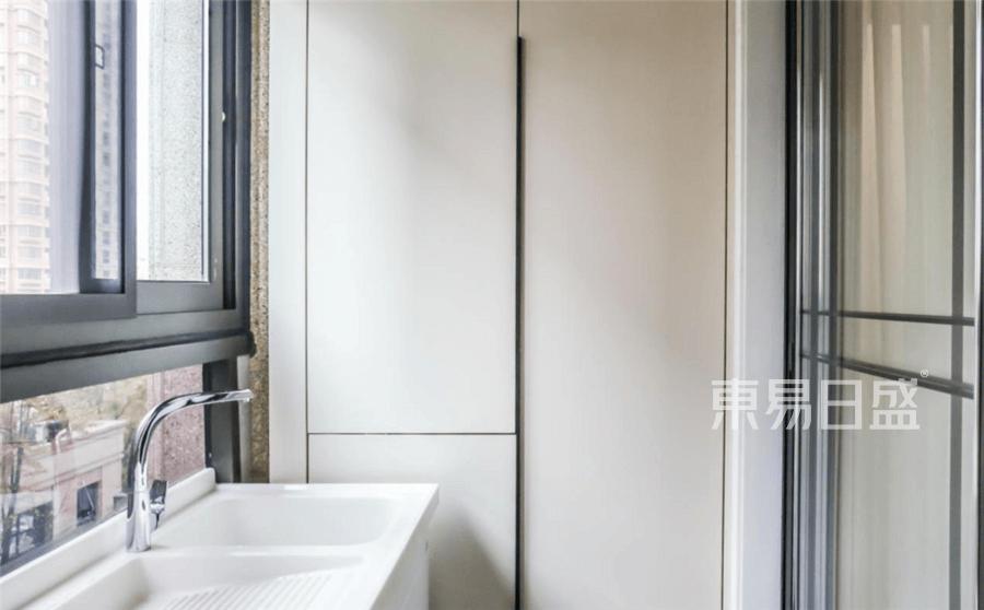 国际华府现代风格阳台装修设计实景图