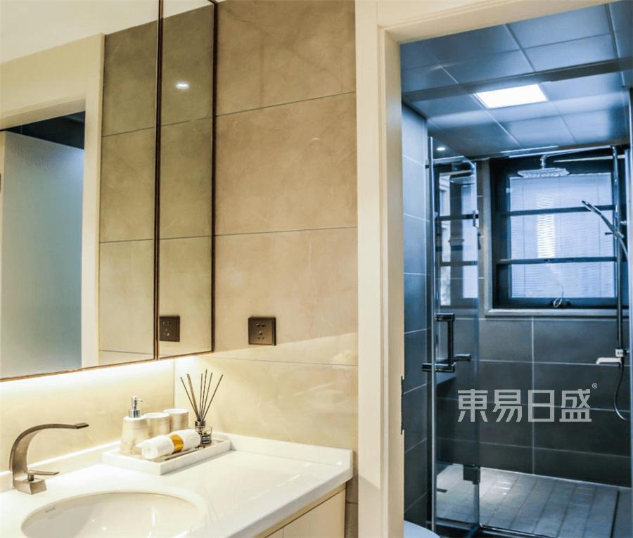 国际华府现代风格卫生间装修设计实景图