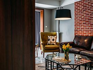 148㎡四居 复古工业风格 客厅装修实景图
