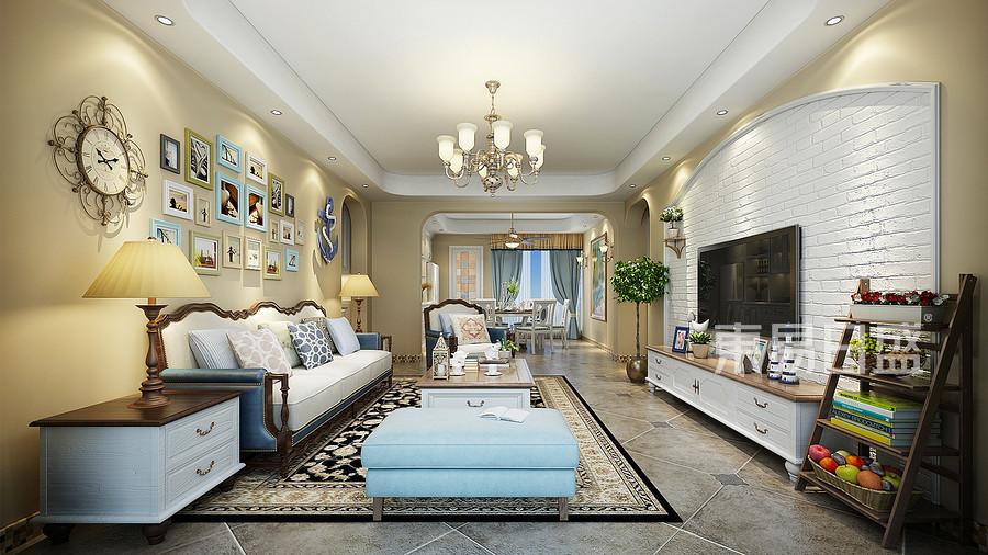 客厅风格较多采用嵌入式石膏吊顶,搭配精致的水晶吊顶,营造出一种怀旧、浪漫的感觉。