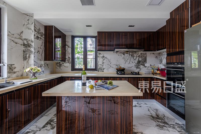 新中式风格厨房实景图效果图_装修效果图大全2018图片