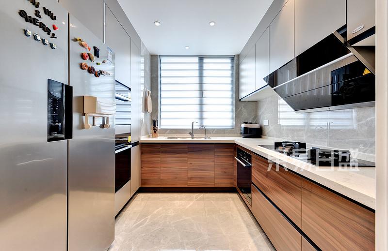 现代风格厨房实景图效果图_装修效果图大全2018图片