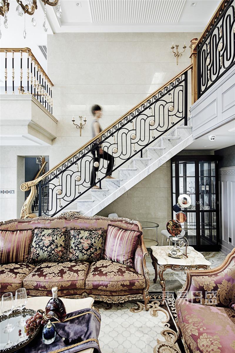 法式- 法式轻奢客厅装修效果图