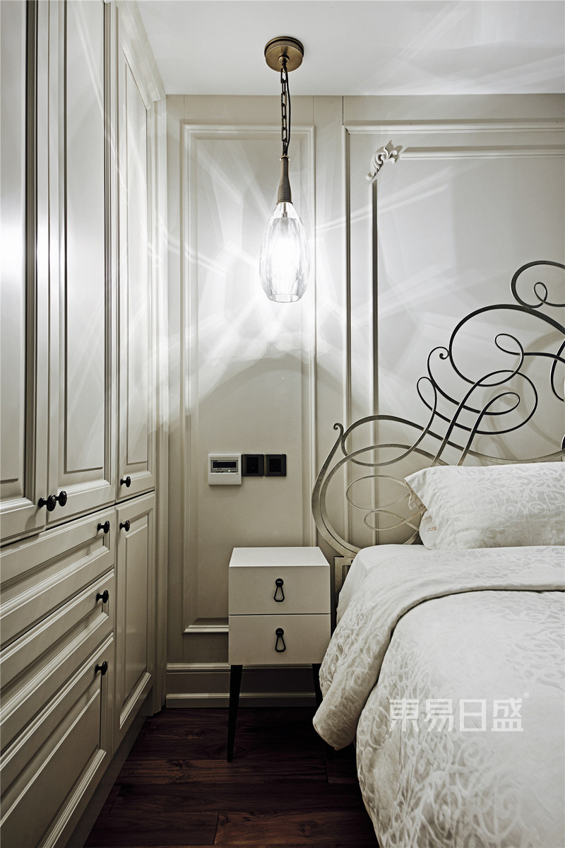 法式- 法式轻奢卧室装修效果图
