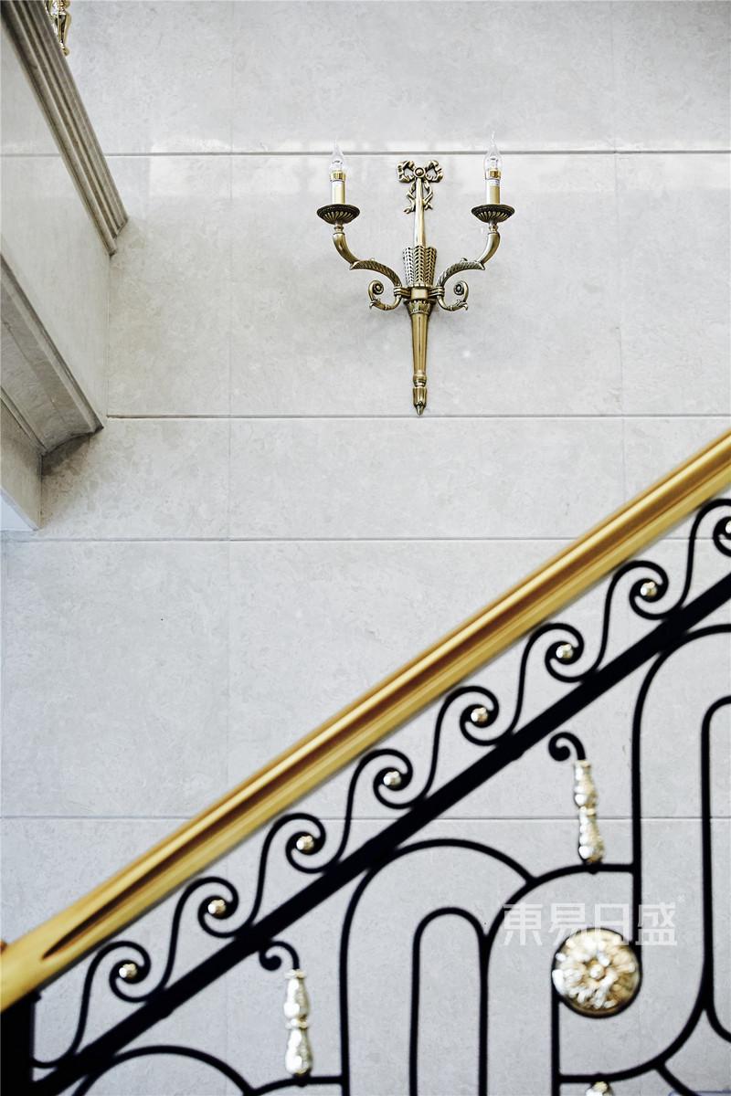 法式轻奢楼梯装修效果图