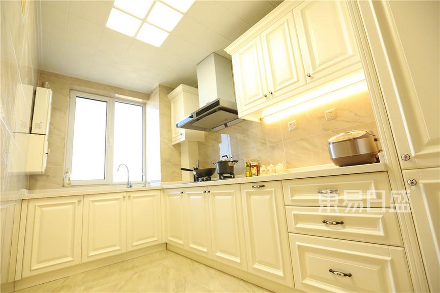 160平龙熙半岛欧式风格厨房装修实景图