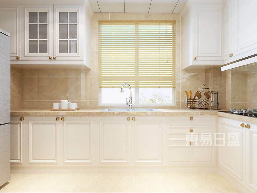 选用暖色瓷砖,使厨房比较温馨