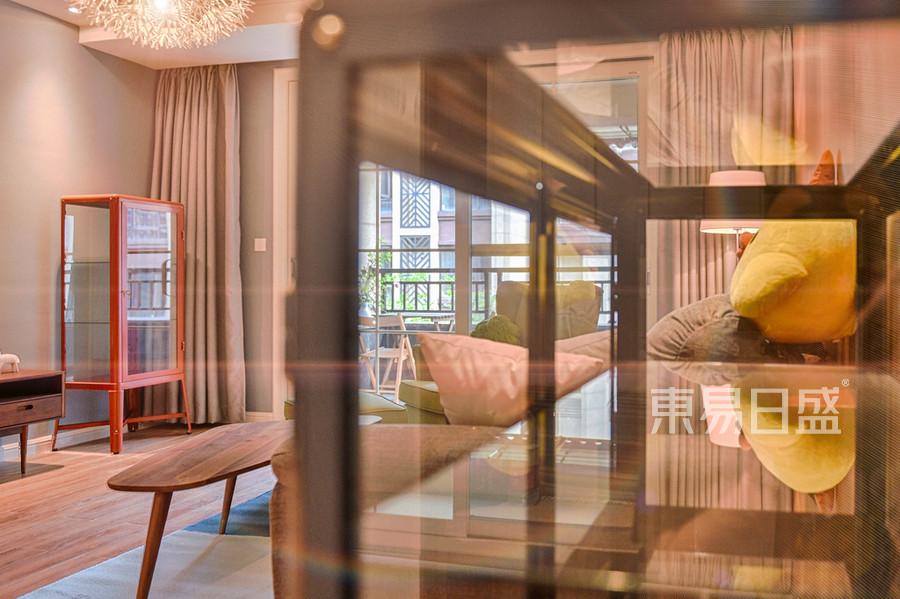 北欧风格客厅实景图