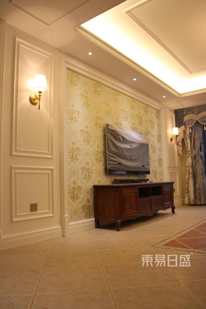 客厅沙发背景墙采用护墙板效果图_装修效果图大全2018