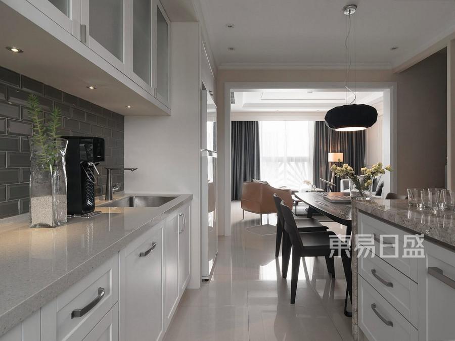 东易日盛-中洲公园-台式简约风格设计案例-厨房高端装修实景效果图