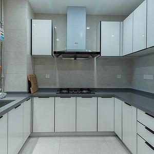 厨房设计本着一种十足的静谧感
