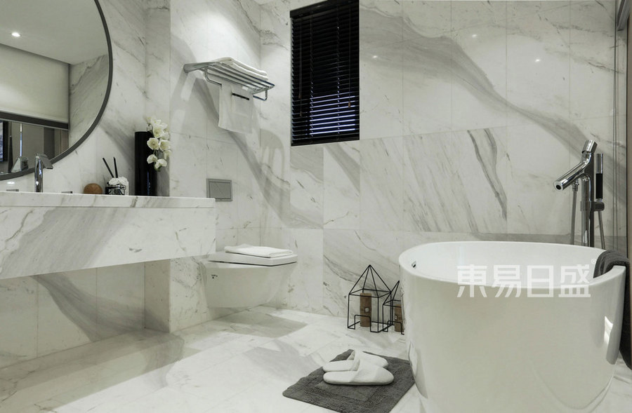 102㎡三居室装修 现代风格 卫生间装修效果图