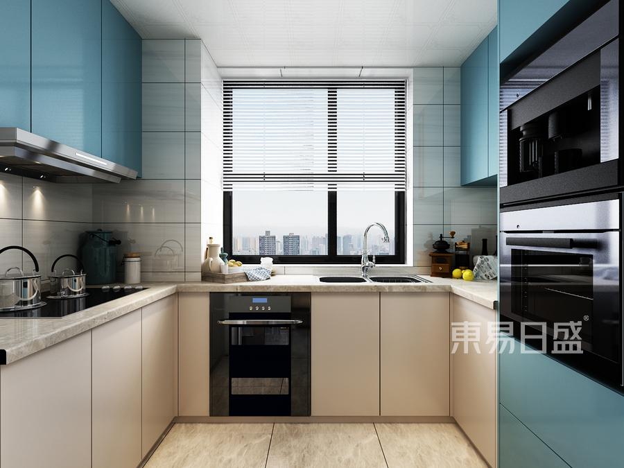 蓝白两色的主色调令厨房空间显得干净清爽,极大地改善了厨房带给人油腻杂乱的传统印象。