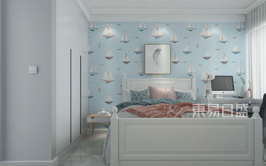 儿童房的背景墙是屋主中意的壁纸元素,在白色衣柜的映衬下,让这片区域显得更加清爽