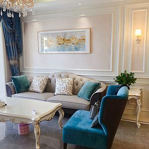 射灯是客厅照明的主力,主灯选择透明树脂材料缓解了压抑感,空间更显清爽明朗;