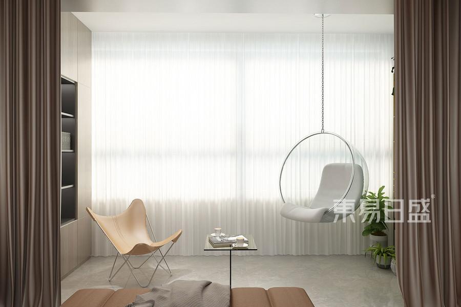 休閑陽臺用于植栽大葉植物,陽光撒入,構成愜意的生活感。