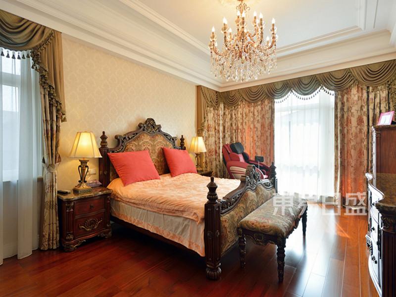 欧式宫廷风格卧室装修效果图
