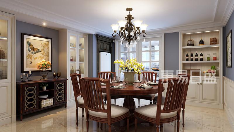 圆形餐桌不占空间,满足一家人就餐需求