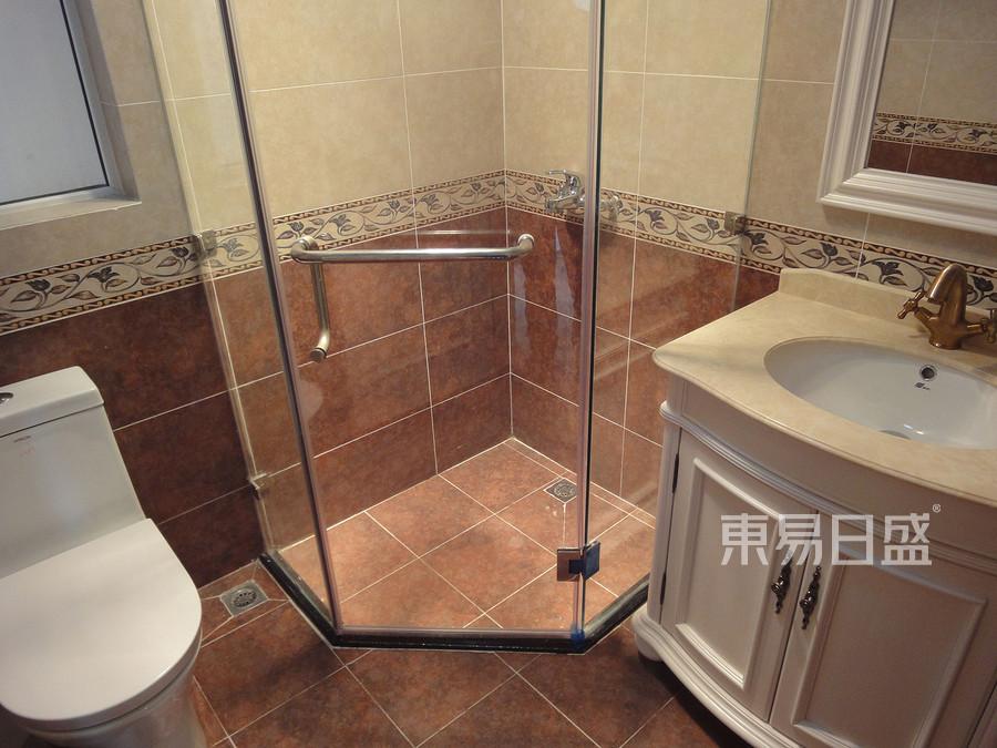 135㎡三居现代美式风格 卫生间装修效果图