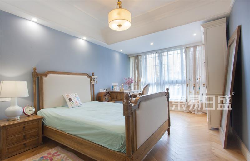 天安花园175平简美卧室实景图