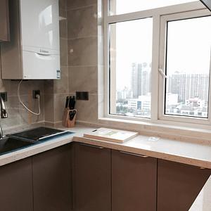 保利中央公馆现代港式厨房装修实景图