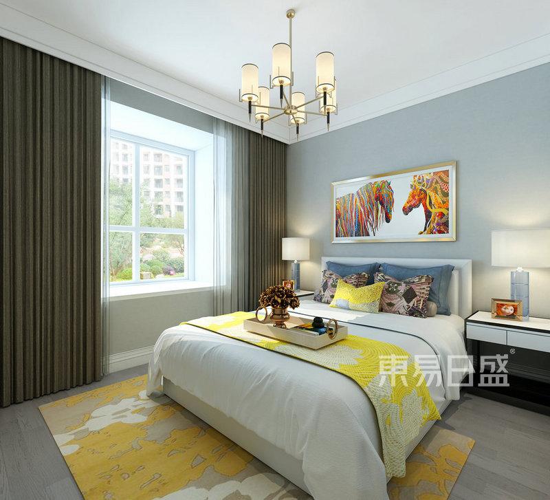 床头背景墙采用灰蓝的软包设计,搭配时尚欢快的亮黄色床品,顿时有种愉图片