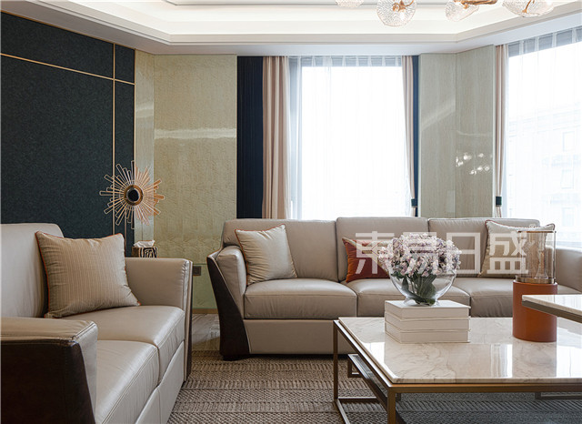 客餐厅以白色,灰色和黄色为基调,白色石膏板吊顶,灰色电视背景墙,并以一面墨绿色背景墙使空间跳脱出来,让人眼前一亮.jpg